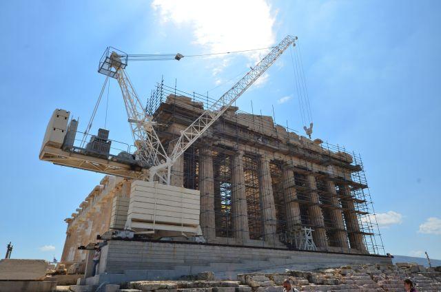 La grue et le Parthénon - Acropole