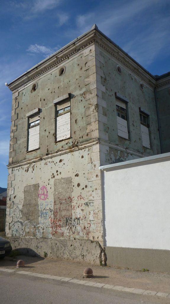 Maison avec les séquelles de la guerre - Mostar
