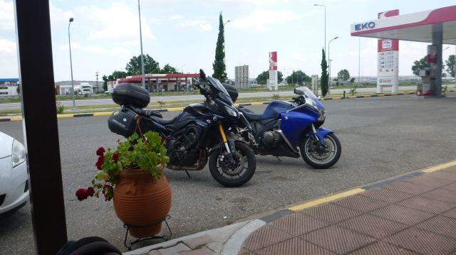Les motos sur l'aire de repos - Grèce
