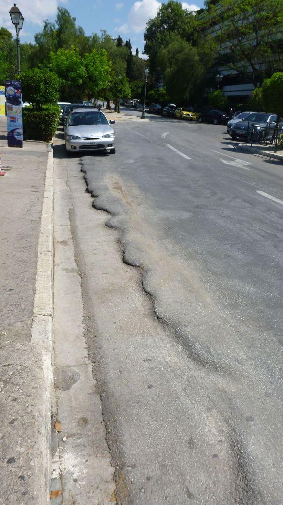 Route à Athènes - le bitume a souffert