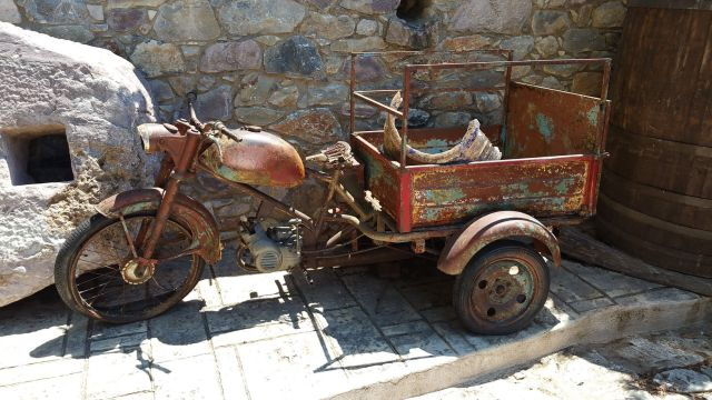 Moto à proximité du restaurant