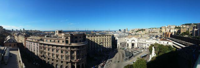 La vue sur Gênes depuis la terrasse du Grand Hotel Savoia