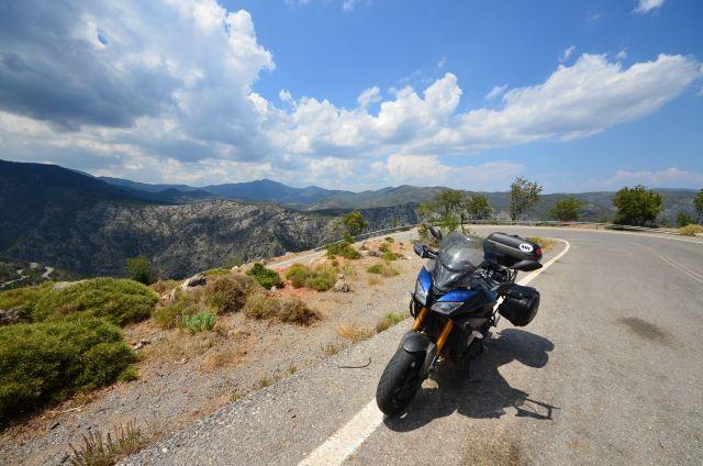 Route menant au monastère d'Elonis - Grèce