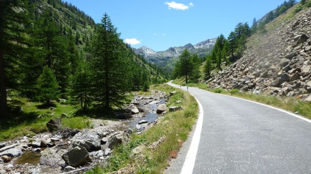 La SP255 vers le col de la Lombarde (Italie)