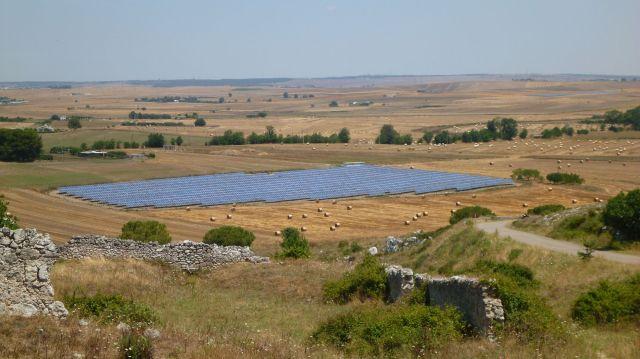 Champs de panneaux solaires (Italie)
