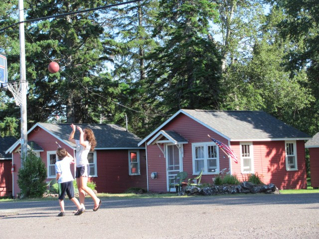 Isle Royale National Park: Basketball Bella Vista Hotel, Copper Harbor