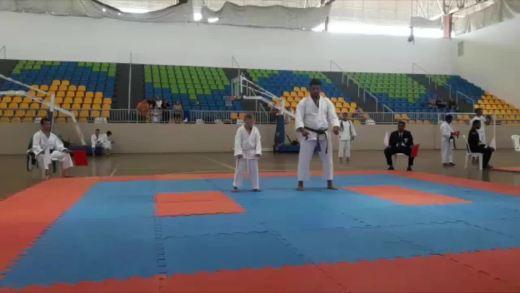 Carateca com síndrome de down de Vilhena conquista dois ouros em competição internacional
