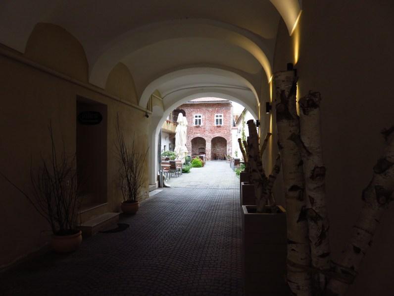 Jules Restaurant - courtyard