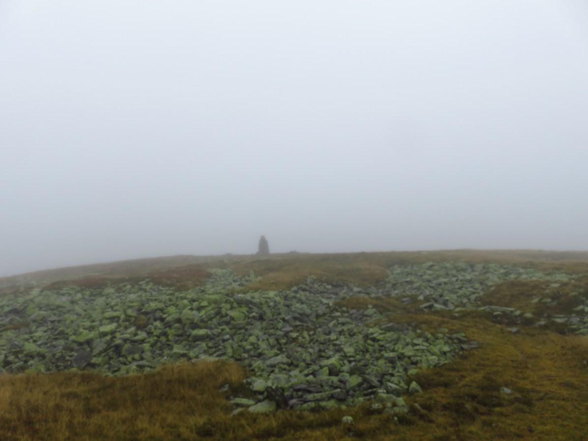 Cairn on the way to Tarcu Peak