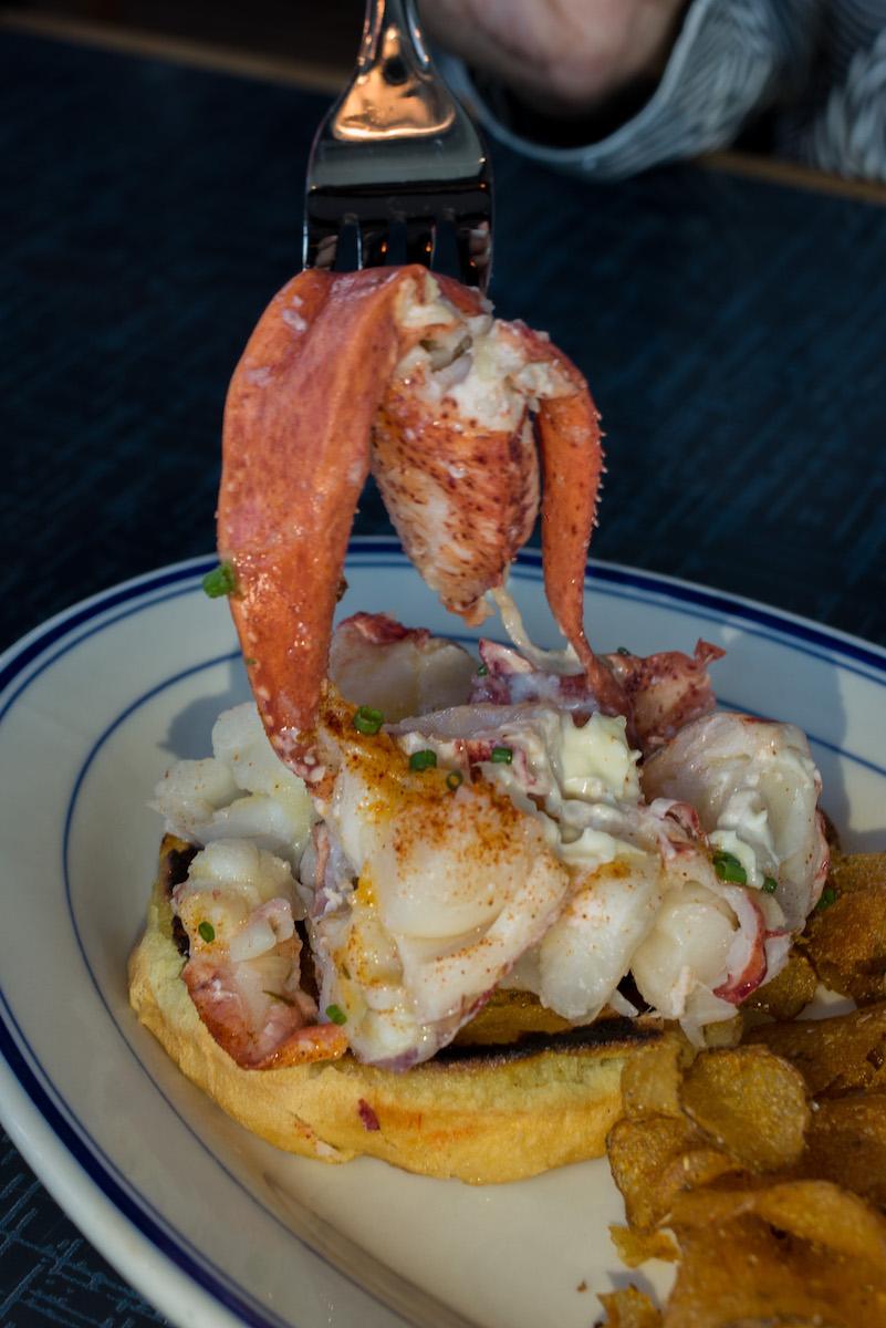 best-must-try-lobster-roll-atlanta-roamilicious