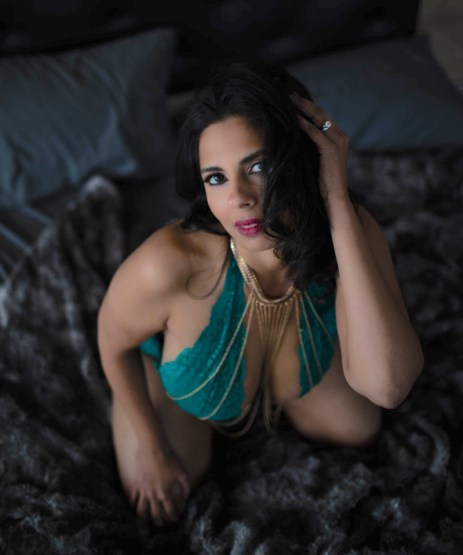 boudoir-photography-poses-roamilicious-