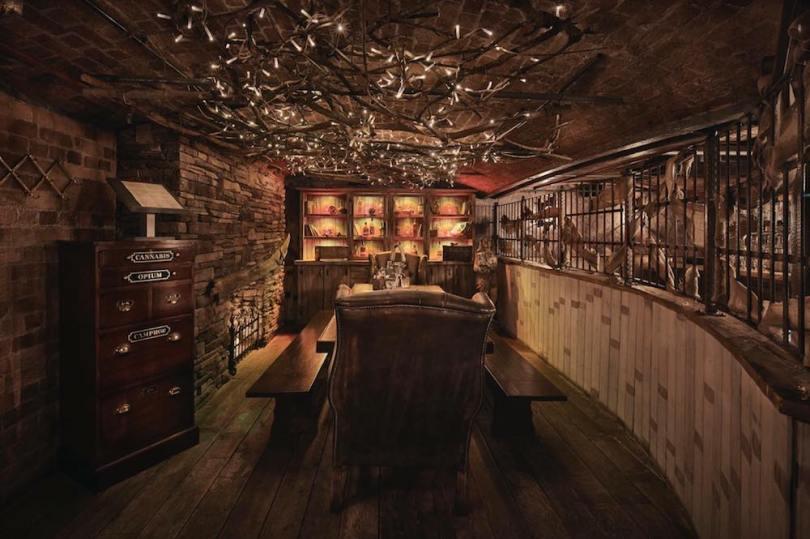 Liverpool-england-best bar-Smugglers-Cove-roamilicious