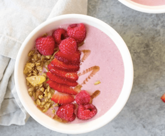 smoothie-bowl-recipe-roamilicious-strawberry