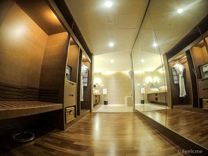 Hyatt Regency Kinabalu, Regency Suite Open wardrobe