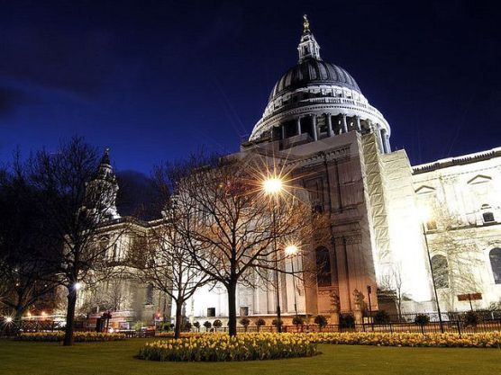 2. St. Paul's Cathedral. It's an iconic London building, with a skyline to match. As you enter the building you can climb the dome and hear your voice echo over 100 feet away in the Whispering Gallery. Then take a touch screen tour of paintings across the gallery and finish by looking over 1400 years of history.