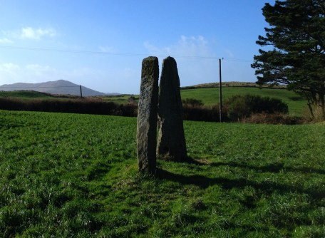 Coolcoulaghta Stone Pair, looking towards Dunbeacon Stone Circle
