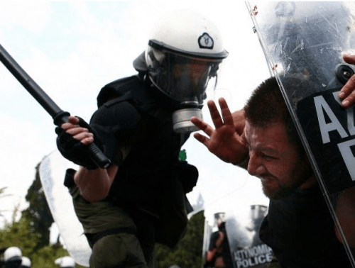 Post image for Violent clashes during general strike in Athens — in pictures
