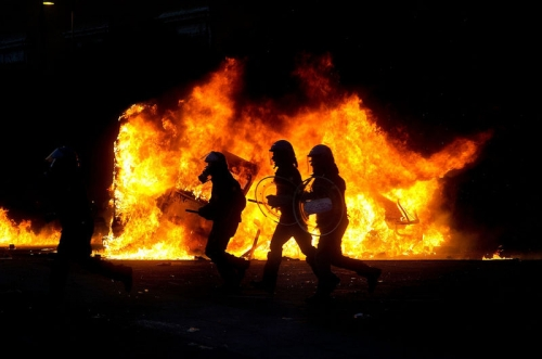 Post image for Dante's inferno: massive riots in Rome — pictures and videos