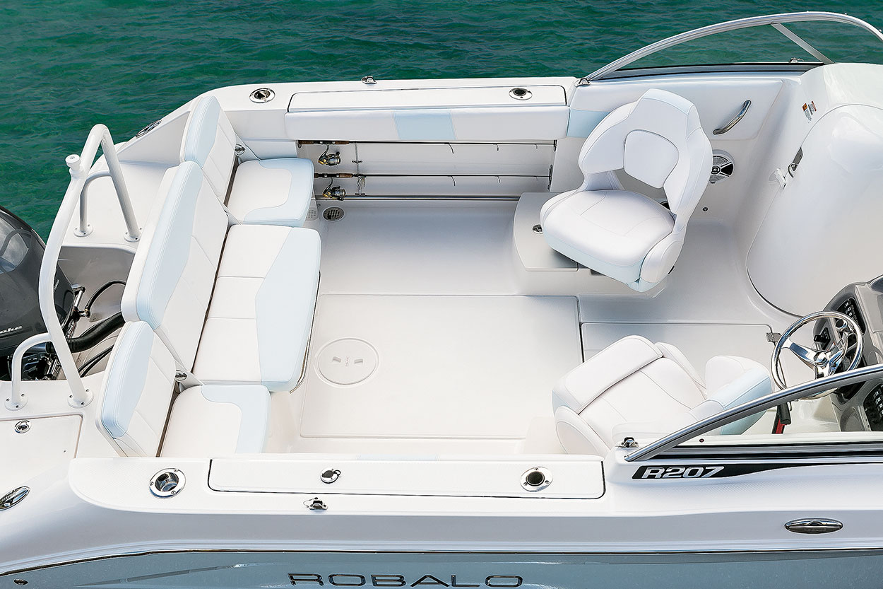 2019 Robalo 207 Dual Console Overview
