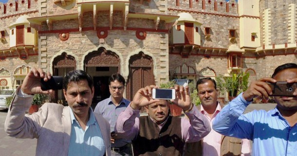 Best phone for mobile journalism - Mobile Journalists in India with their phones