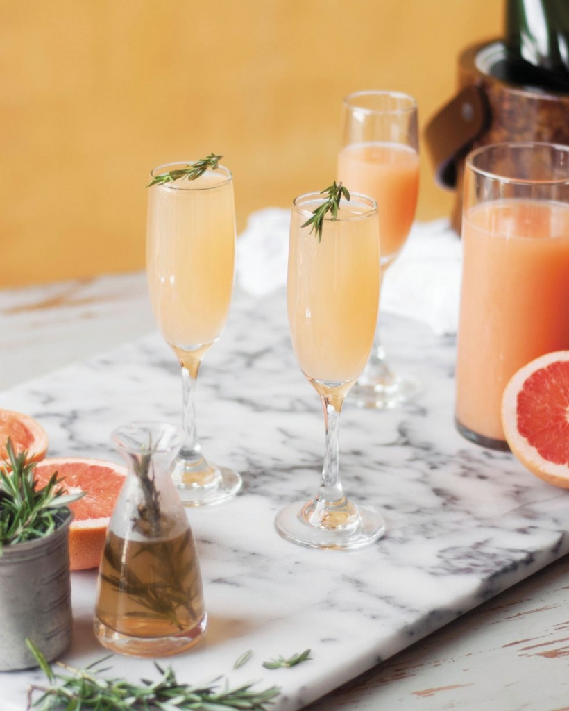 1491880462 mimosa 820x1024 - Recibe a tus invitados para México vs. Brasil con estas deliciosas mimosas