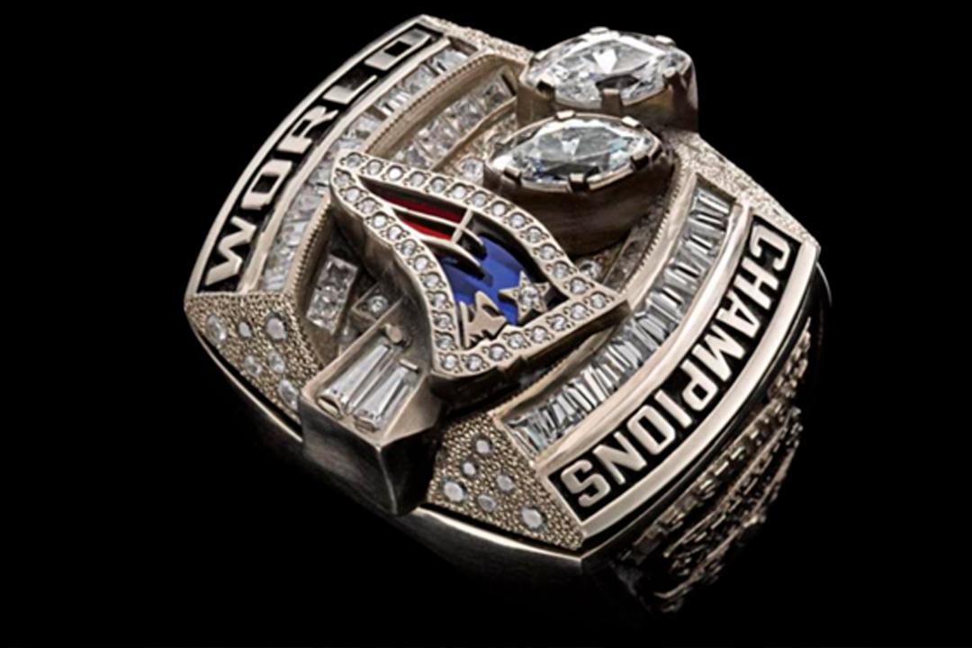 2 16 - Tom Brady tiene dos de los anillos más costosos en la historia de la NFL