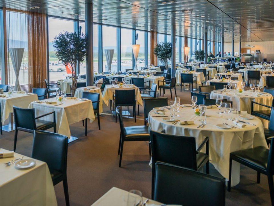 ALTITUDE 1024x768 - 5 restaurantes de aeropuertos con chefs de Estrellas Michelin