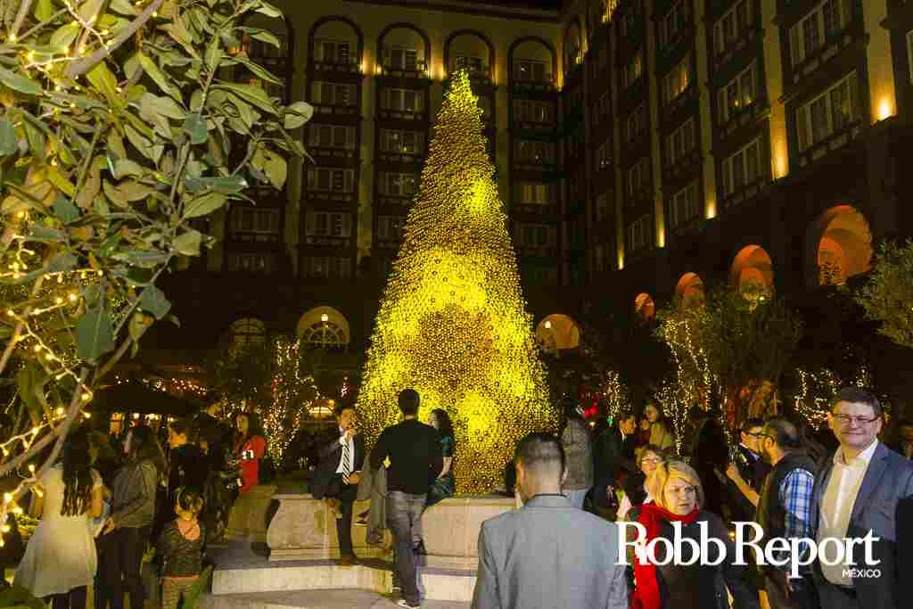 Four Seasons México ilumina la Navidad con 7 mil esferas