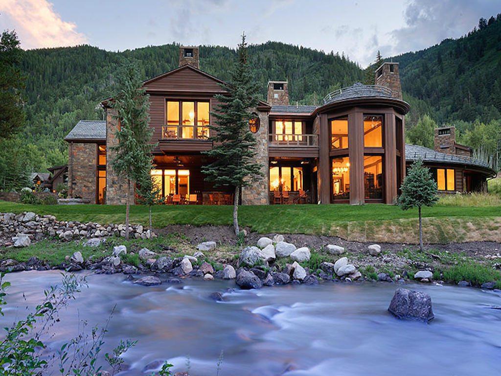 La exclusiva casa que es dividida por un río