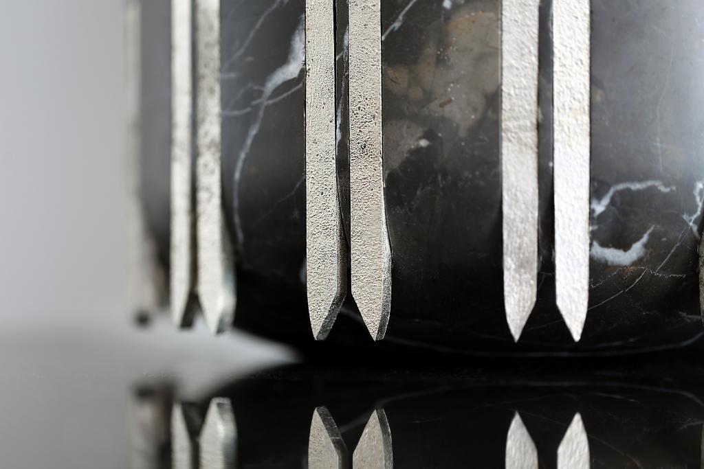 CasaDragones Cortina icebucket03 1024x683 - Casa Dragones lanza su hielera exclusiva de obsidiana