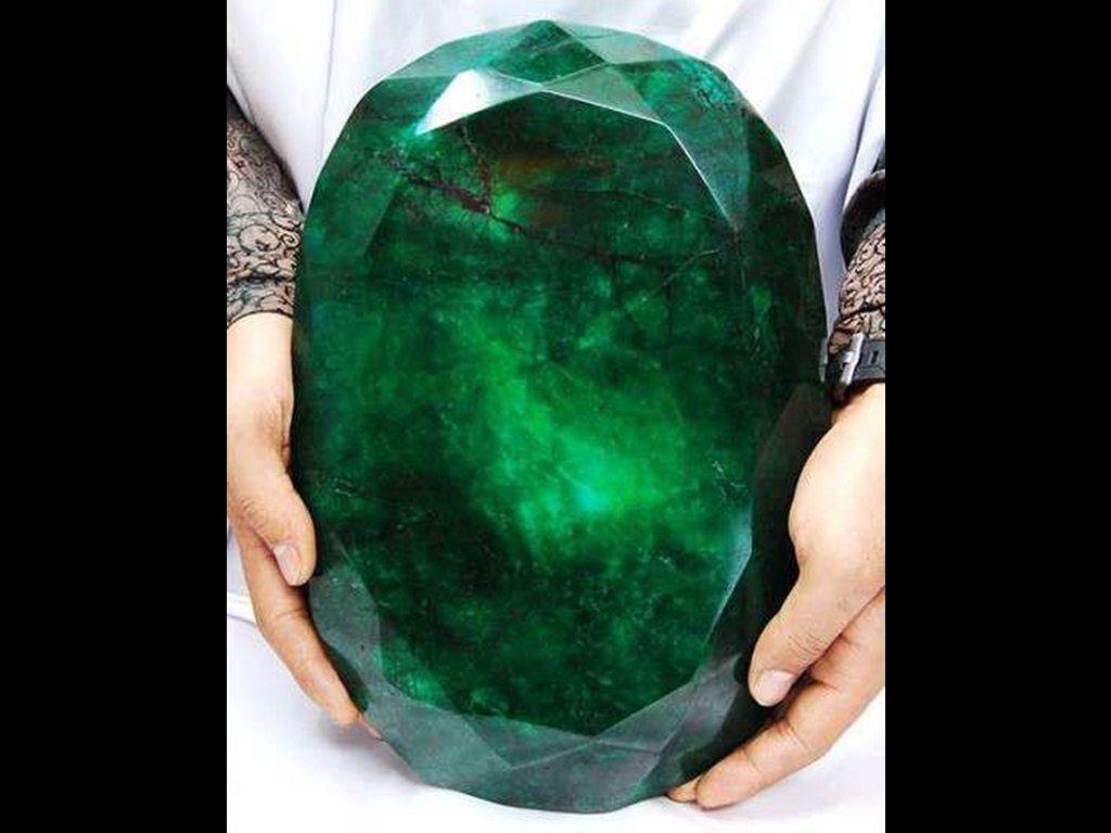 Conoce la esmeralda tallada más grande del mundo