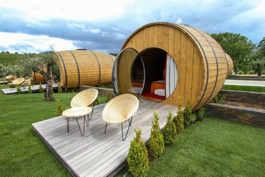 Este viñedo te permite dormir en barriles de vino gigantes