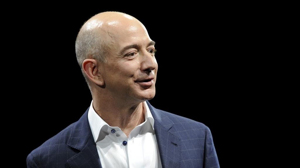 Jeff Bezos 3 Reuters 1024x576 - Ellos se hicieron millonarios gracias a Internet