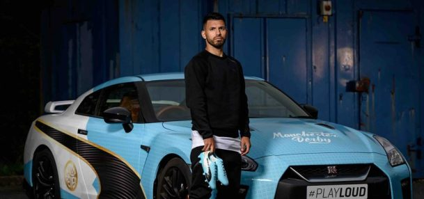 Low Res Image Aguero and Car 960x450 - Los 10 futbolistas que poseen los autos más lujosos en su garage