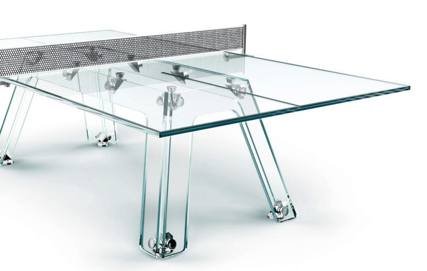 La ostentosa mesa de ping pong de cristal