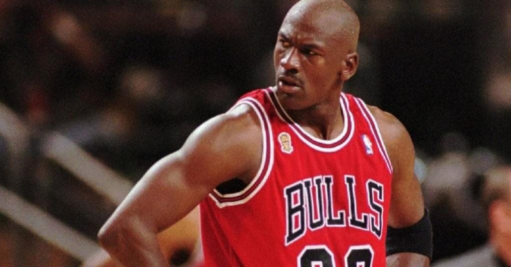 Michael Jordan 1 e1526493401232 1024x536 - ¿Cómo ser un basquetbolista millonario sin jugar básquetbol? Michael Jordan tiene la respuesta