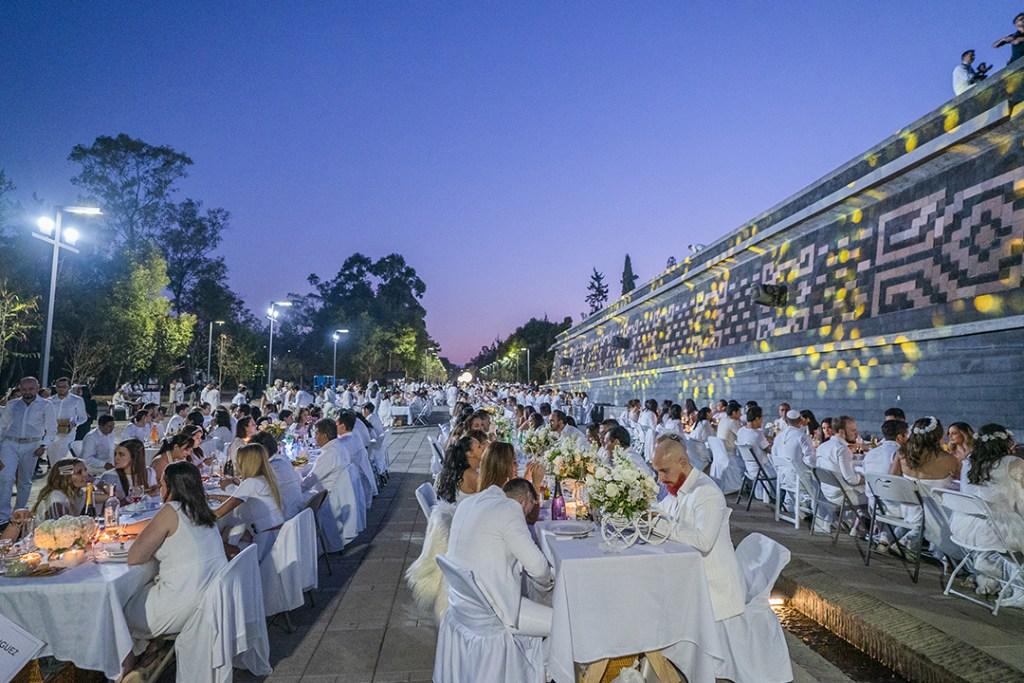 Le Dîner en Blanc, la cena que vistió de blanco Chapultepec