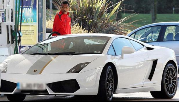 nani - Los 10 futbolistas que poseen los autos más lujosos en su garage