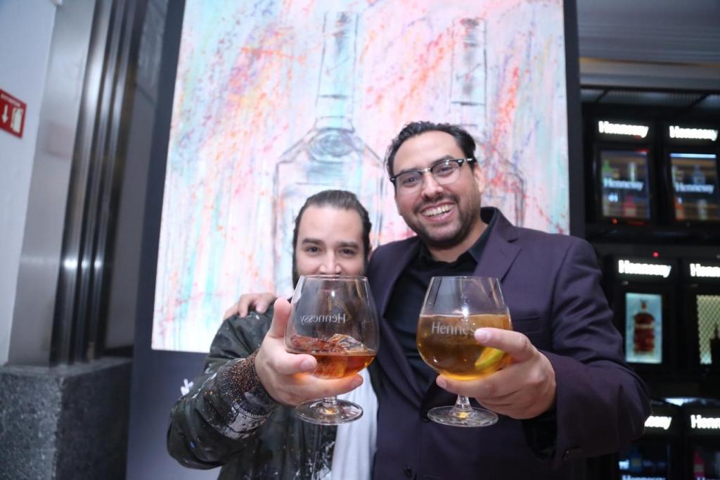 Neon Car%C3%B3n y Eduardo Santa Ana 1024x682 - El romance entre Hennessy y el arte se encuentra en Material Art Fair