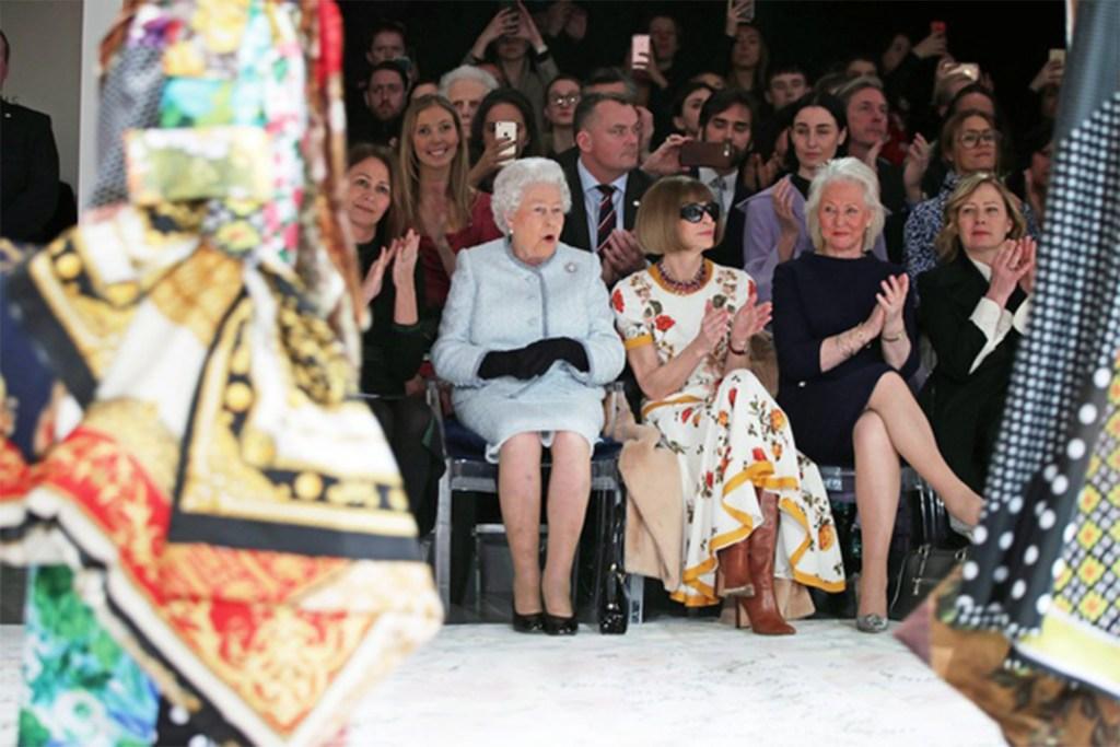 La Reina Elizabeth II asiste por primera vez al London Fashion Week