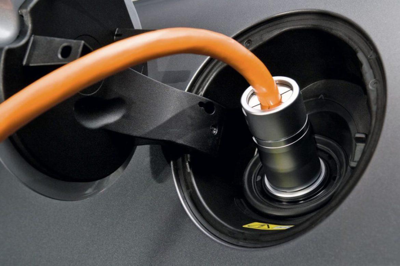 recarga coche electrico - 6 cosas que debes saber antes de comprar tu primer coche híbrido