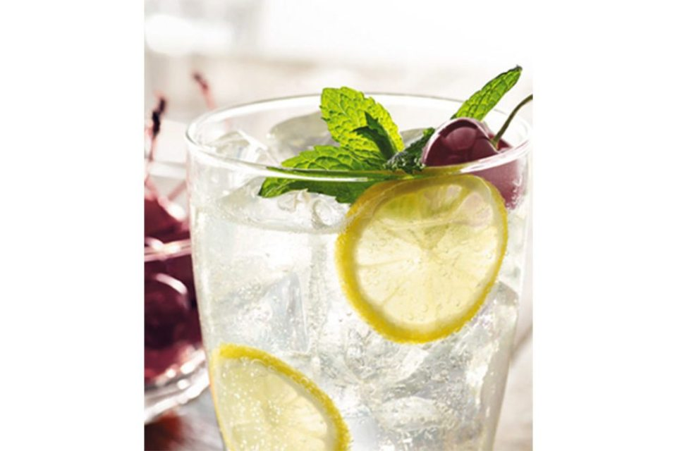 recipe cherrynoir citrus cherry presse feature 1024x683 - Siete cócteles que puedes preparar con Vodka Grey Goose