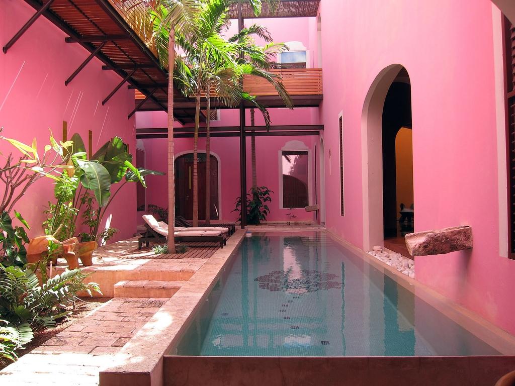 rosa pool 1024x768 - ¿Cuáles son los mejores lugares para escapar este fin del corte de agua?