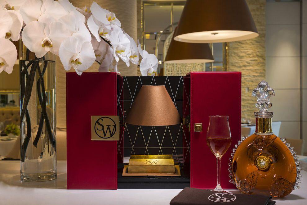 SW Louis XIII Grand Gold Bar V2 Jeff Green 54 990x660 - Louis XIII 23-Karat Gold Bar, el lingote de oro comestible de 100 dólares