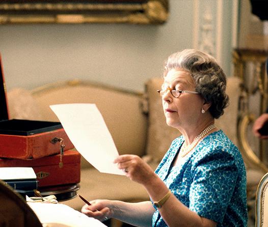 La reina Elizabeth II te está buscando para manejar sus redes sociales