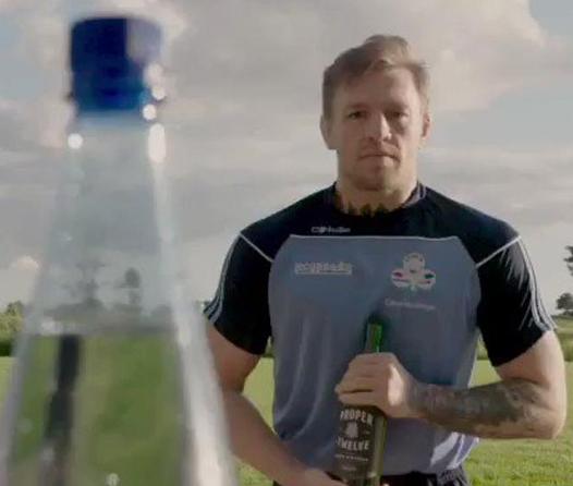 Así reta McGregor a Mayweather al #BottleCapChallenge