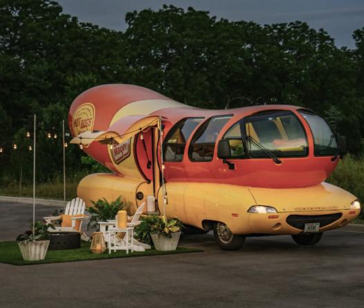 Desde el Apollo 11 hasta un carrito de hot dogs, duerme en ellos con Airbnb