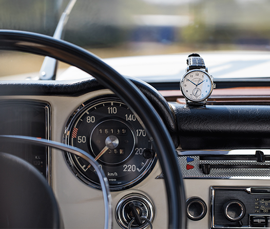 Este es el reloj ideal para verdaderos amantes de los autos clásicos