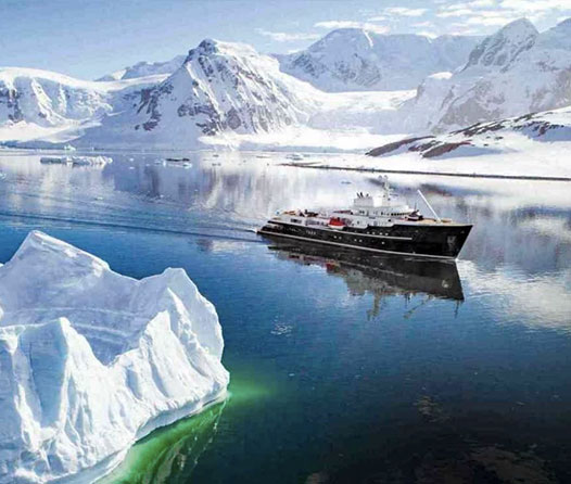 Viaja a la Antártida a bordo de este súper yate de lujo