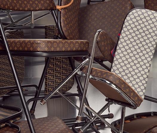 Esta diseñadora convertirá tu bolso Louis Vuitton en una silla plegable
